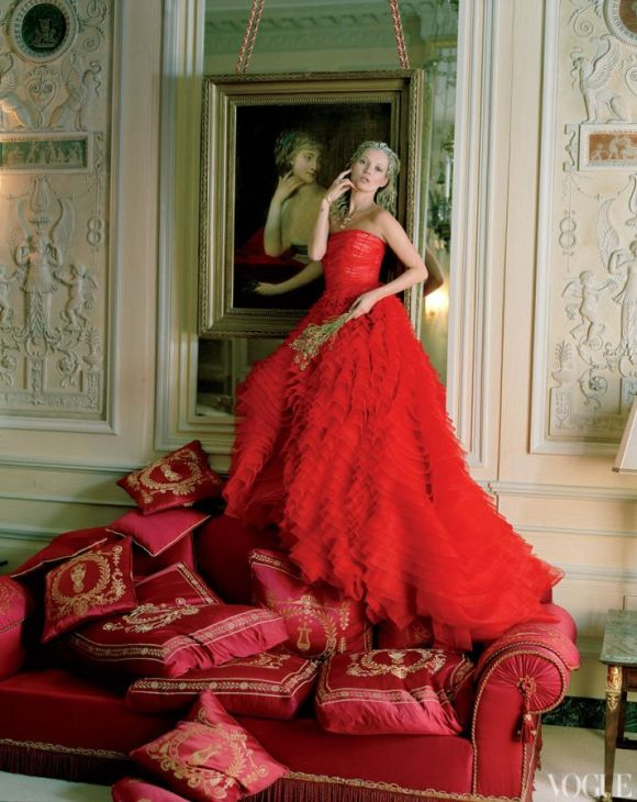 dramatic-wedding-inspiration-kate-moss-in-crimson-red-wedding-dress-dior-haute-couture__full